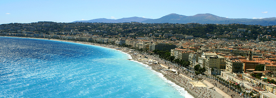 Aerial picture of nice's pomenade and coast